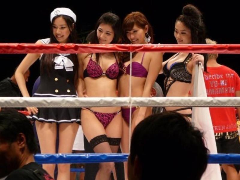 【ラウンドガールエロ画像】格闘技のリングを華やか彩る美女たち 20