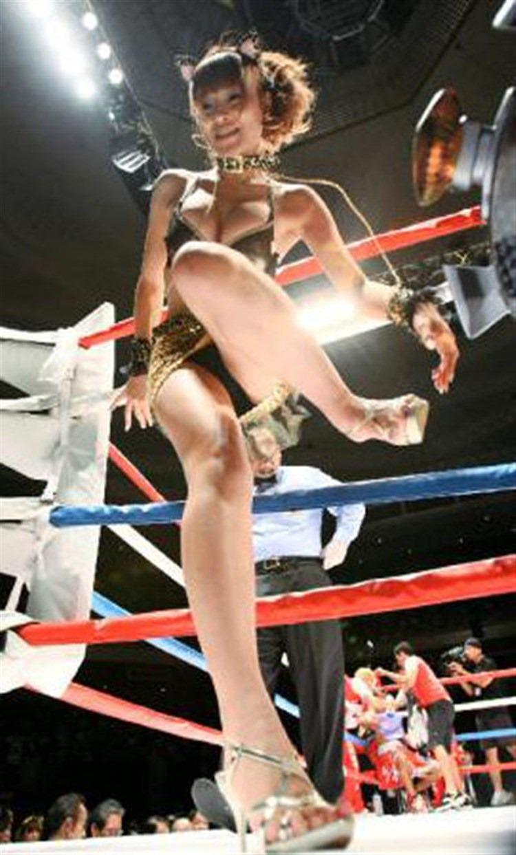 【ラウンドガールエロ画像】格闘技のリングを華やか彩る美女たち 28