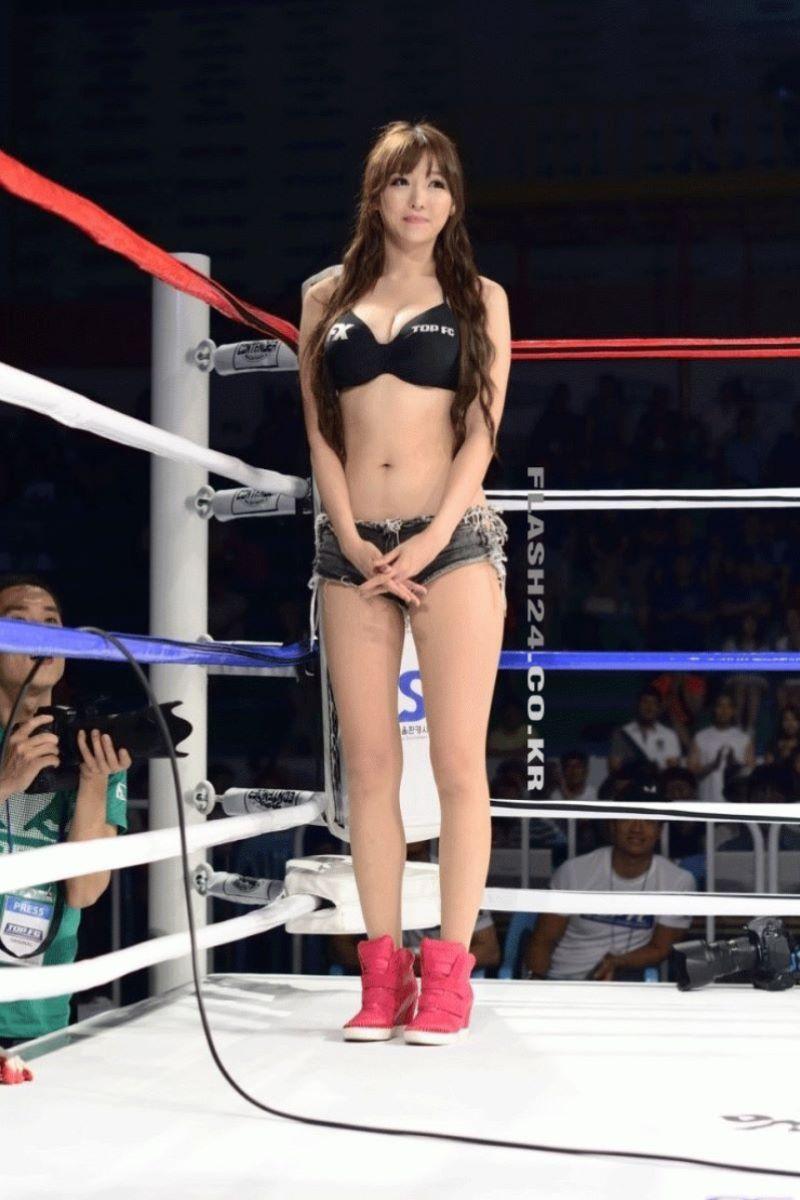 【ラウンドガールエロ画像】格闘技のリングを華やか彩る美女たち 38