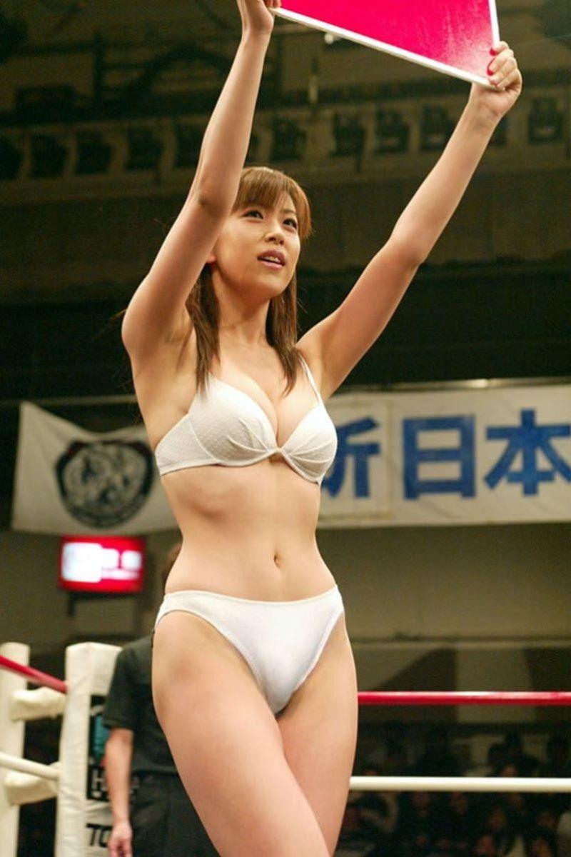 【ラウンドガールエロ画像】格闘技のリングを華やか彩る美女たち 40