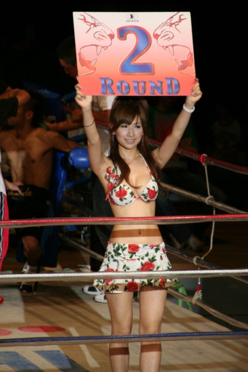 【ラウンドガールエロ画像】格闘技のリングを華やか彩る美女たち 41