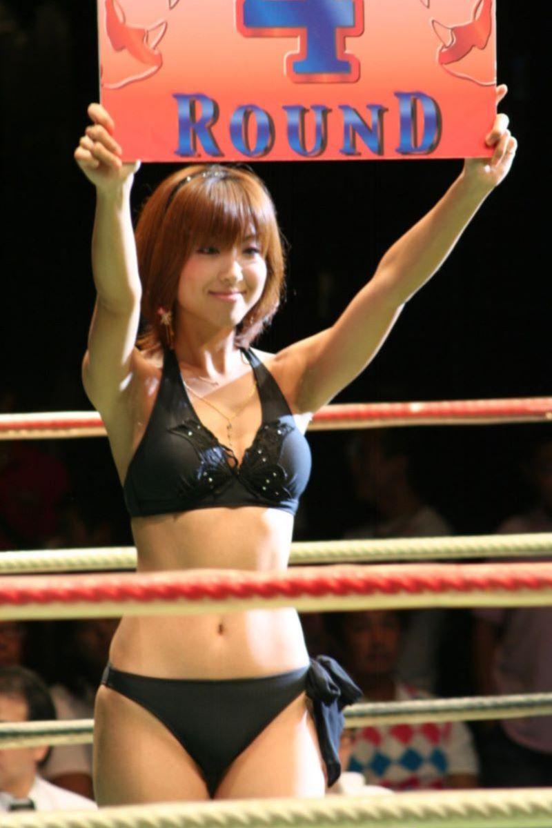 【ラウンドガールエロ画像】格闘技のリングを華やか彩る美女たち 46