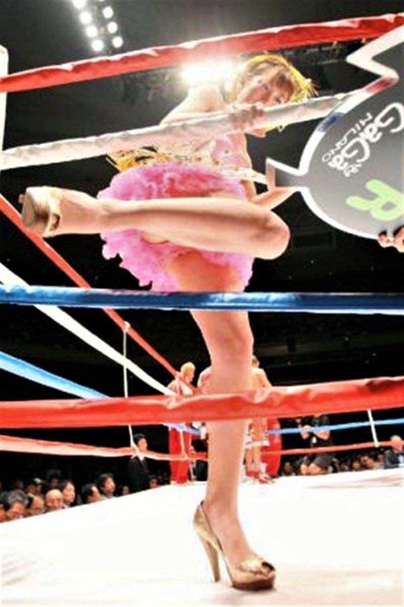 【ラウンドガールエロ画像】格闘技のリングを華やか彩る美女たち 49