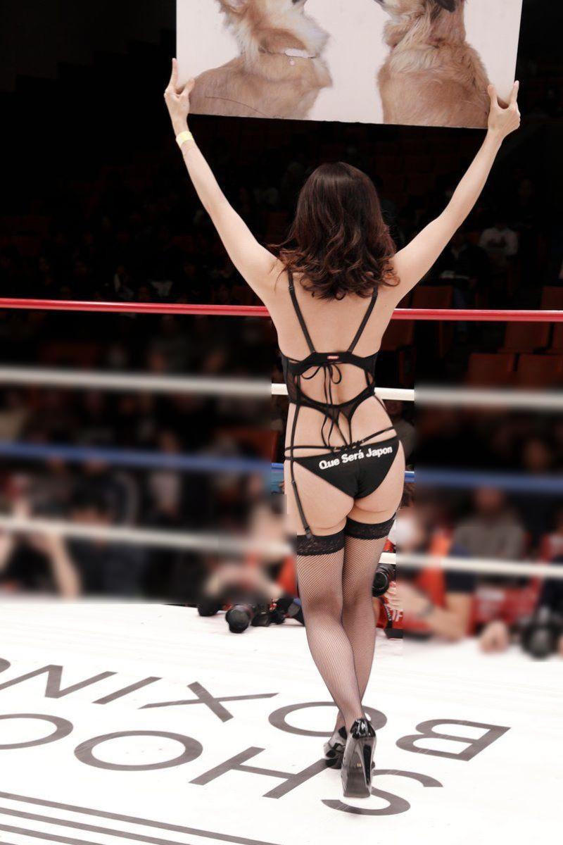 【ラウンドガールエロ画像】格闘技のリングを華やか彩る美女たち 55