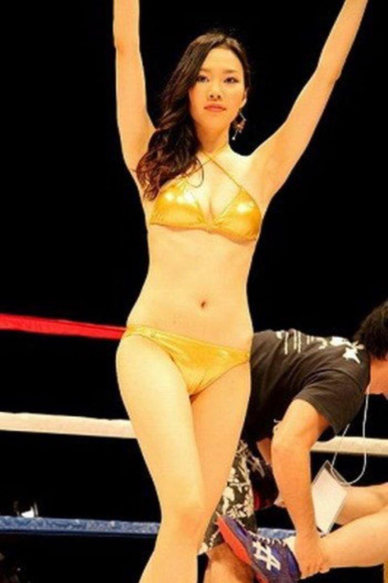 【ラウンドガールエロ画像】格闘技のリングを華やか彩る美女たち 60