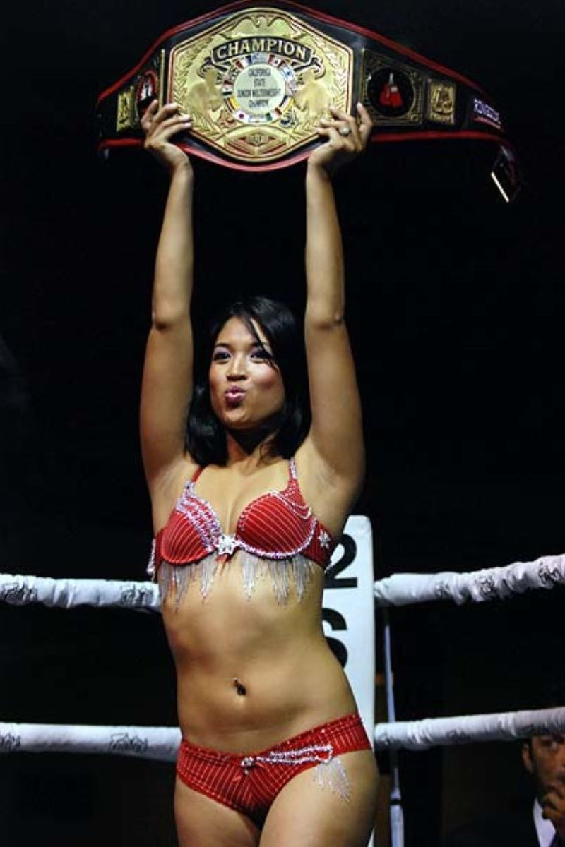 【ラウンドガールエロ画像】格闘技のリングを華やか彩る美女たち 61
