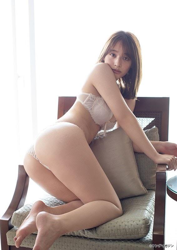 【神部美咲グラビア画像】手ぶらヌードまで披露した美人タレントのエロ写真 17
