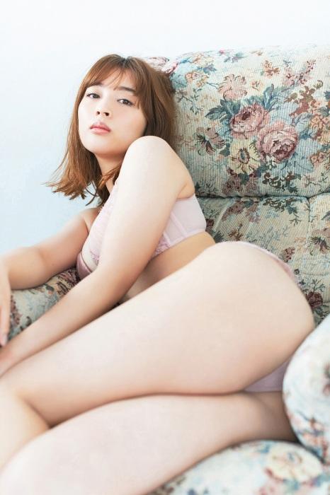 【神部美咲グラビア画像】手ぶらヌードまで披露した美人タレントのエロ写真 20