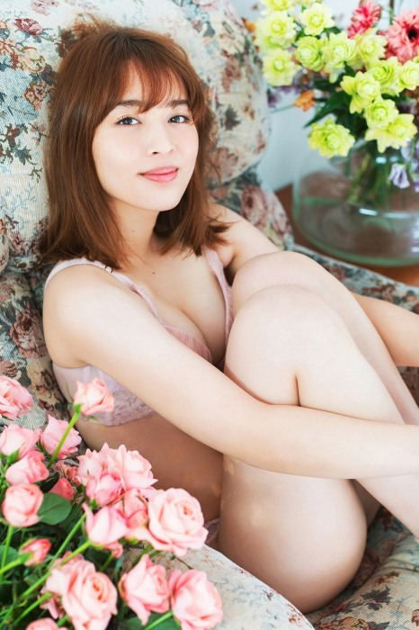 【神部美咲グラビア画像】手ぶらヌードまで披露した美人タレントのエロ写真 23