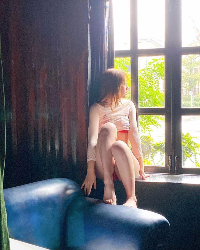 【神部美咲グラビア画像】手ぶらヌードまで披露した美人タレントのエロ写真 30