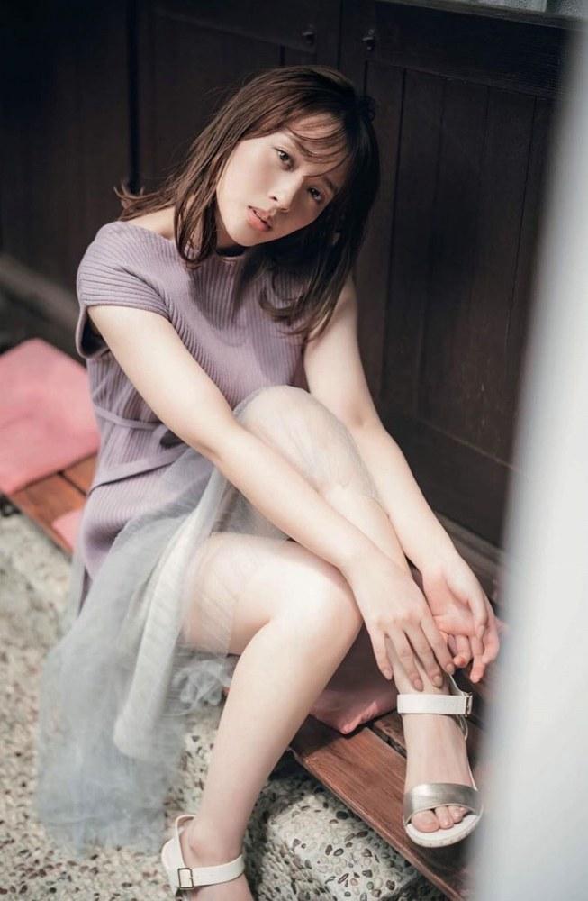 【神部美咲グラビア画像】手ぶらヌードまで披露した美人タレントのエロ写真 32