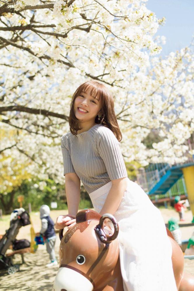 【神部美咲グラビア画像】手ぶらヌードまで披露した美人タレントのエロ写真 40