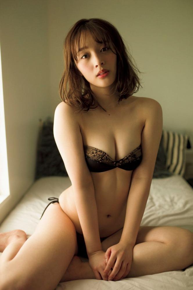 【神部美咲グラビア画像】手ぶらヌードまで披露した美人タレントのエロ写真 43
