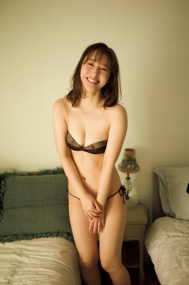 【神部美咲グラビア画像】手ぶらヌードまで披露した美人タレントのエロ写真 44