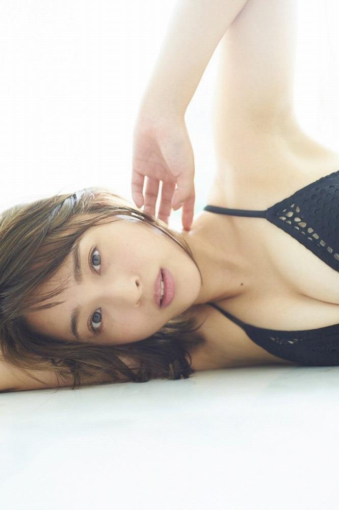 【神部美咲グラビア画像】手ぶらヌードまで披露した美人タレントのエロ写真 47
