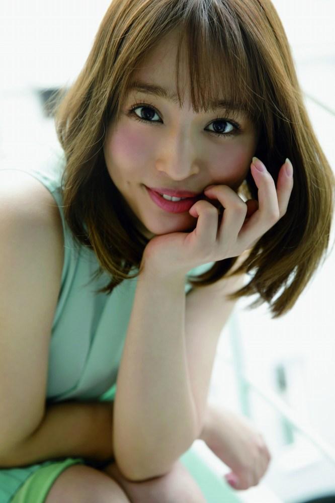 【神部美咲グラビア画像】手ぶらヌードまで披露した美人タレントのエロ写真 50