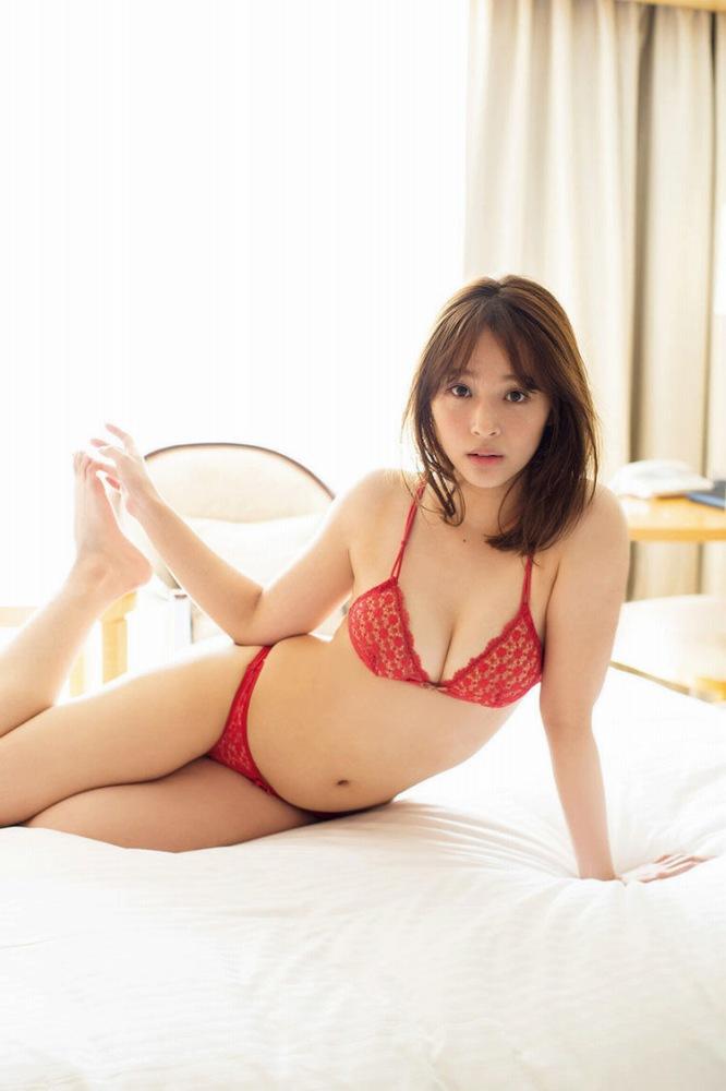 【神部美咲グラビア画像】手ぶらヌードまで披露した美人タレントのエロ写真 55