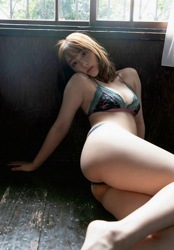 【神部美咲グラビア画像】手ぶらヌードまで披露した美人タレントのエロ写真 70