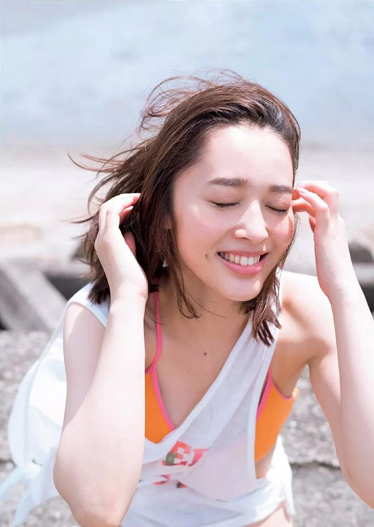 【神部美咲グラビア画像】手ぶらヌードまで披露した美人タレントのエロ写真 75
