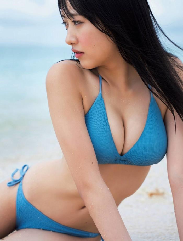 【石田千穂グラビア画像】突然活動休止を発表した美少女センターアイドル 03