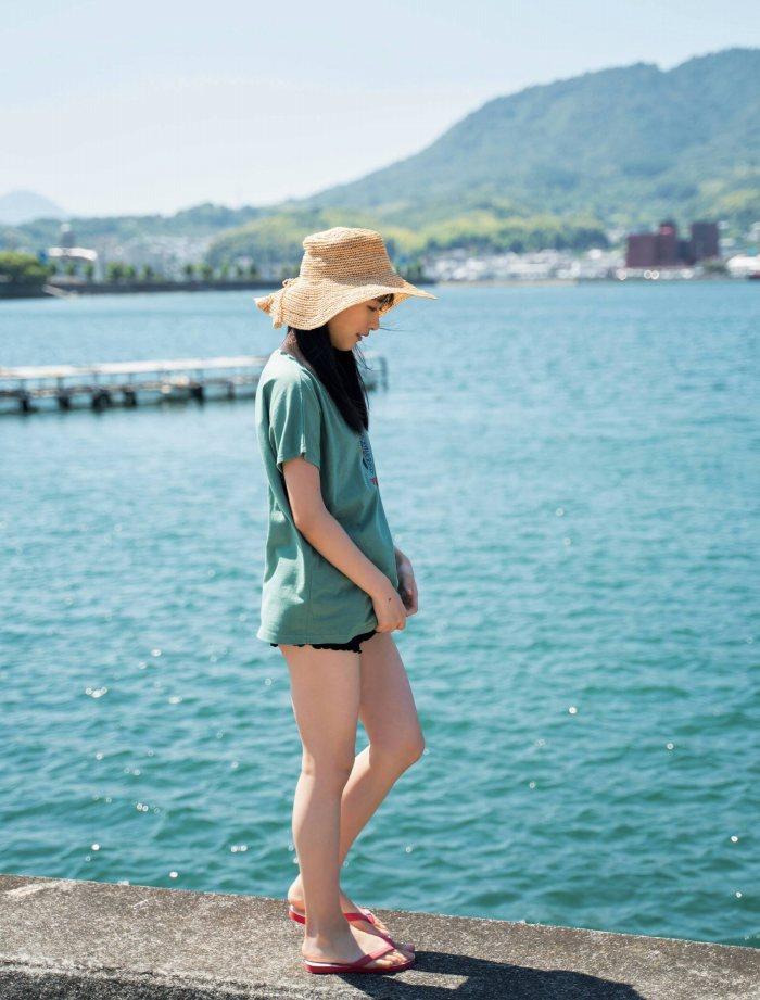 【石田千穂グラビア画像】突然活動休止を発表した美少女センターアイドル 13