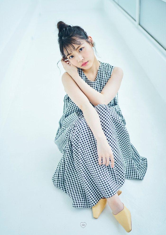 【石田千穂グラビア画像】突然活動休止を発表した美少女センターアイドル 59