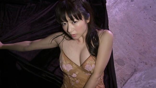 【歩りえこキャプ画像】Gカップ巨乳に90cmヒップのエロボディ美熟女 15