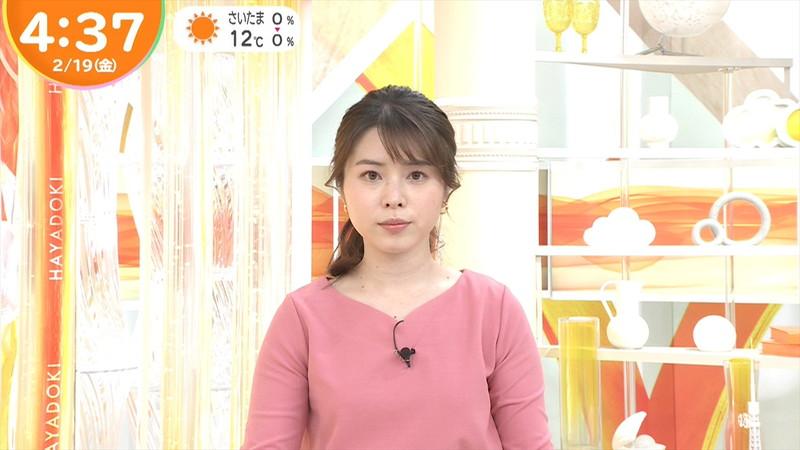 【女子アナキャプ画像】乳首が浮いてたりマイクがパイズリっぽくなってるw 71