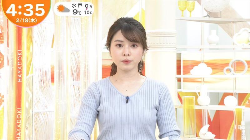 【女子アナキャプ画像】乳首が浮いてたりマイクがパイズリっぽくなってるw 76
