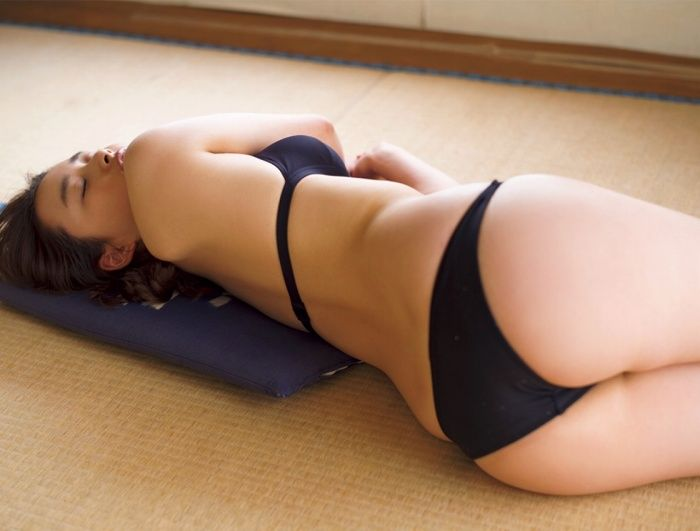 【安倍乙グラビア画像】スレンダーに見えるけどお尻が大きいエロボディ 04