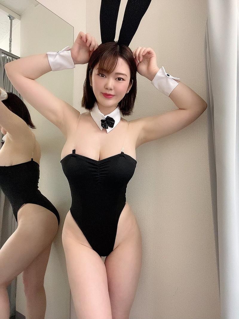 【山岸楓キャプ画像】パイズリさせたらすぐイケそうな色白垂れ爆乳! 80