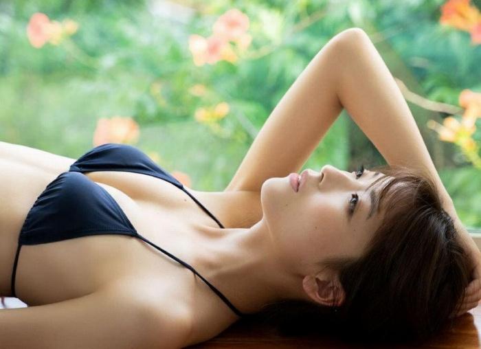 【工藤美桜グラビア画像】小学4年からモデルやってる細身美女のビキニ姿