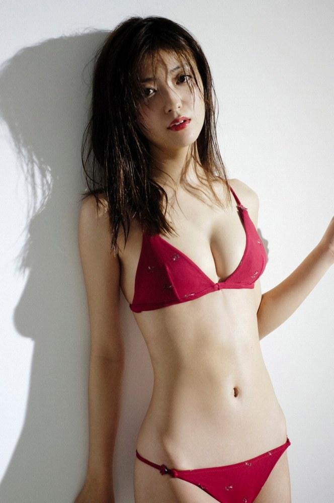 【工藤美桜グラビア画像】小学4年からモデルやってる細身美女のビキニ姿 08