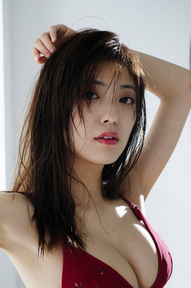 【工藤美桜グラビア画像】小学4年からモデルやってる細身美女のビキニ姿 09