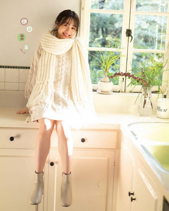【伊藤美来グラビア画像】笑顔がステキな美少女系声優のエロカワ写真 03