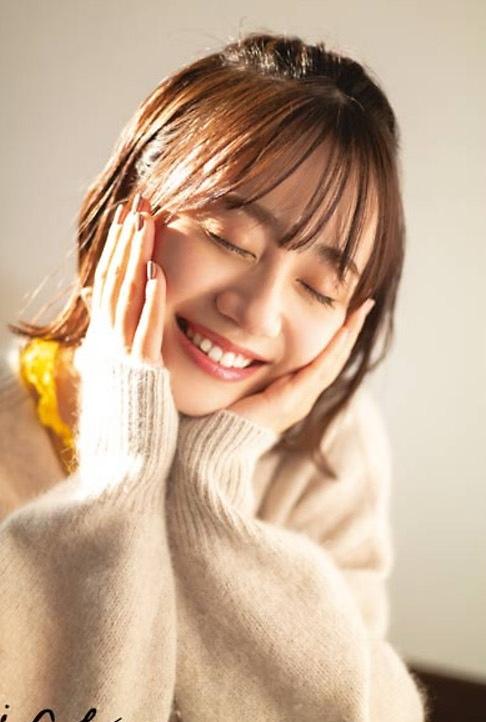 【伊藤美来グラビア画像】笑顔がステキな美少女系声優のエロカワ写真 06