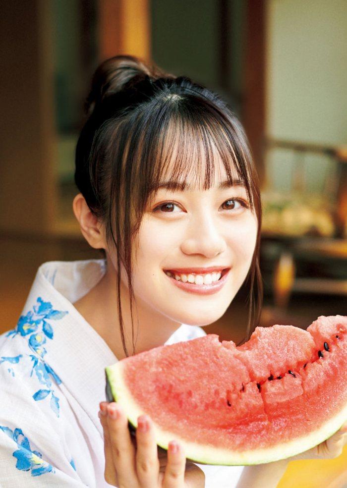 【伊藤美来グラビア画像】笑顔がステキな美少女系声優のエロカワ写真 20