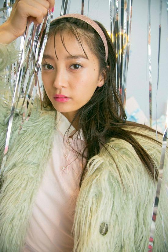 【小山璃奈エロ画像】アイドル辞めてモデルとして再スタートを切った女の子 12