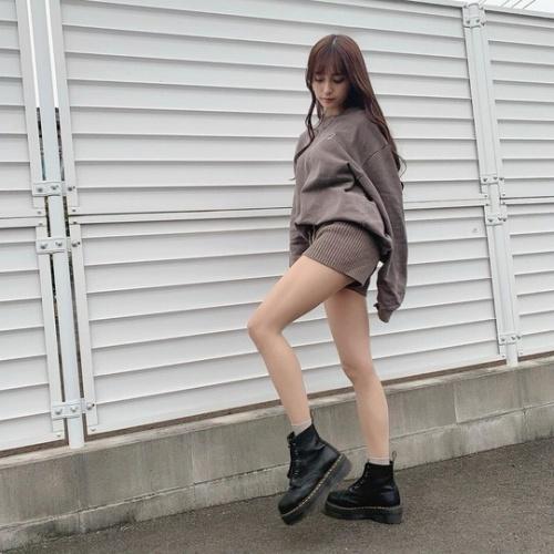 【小山璃奈エロ画像】アイドル辞めてモデルとして再スタートを切った女の子 29