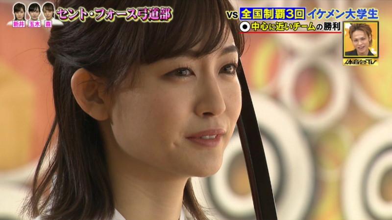 【女子アナキャプ画像】インコ大好きフリーアナウンサーの食レポとチラリw 13