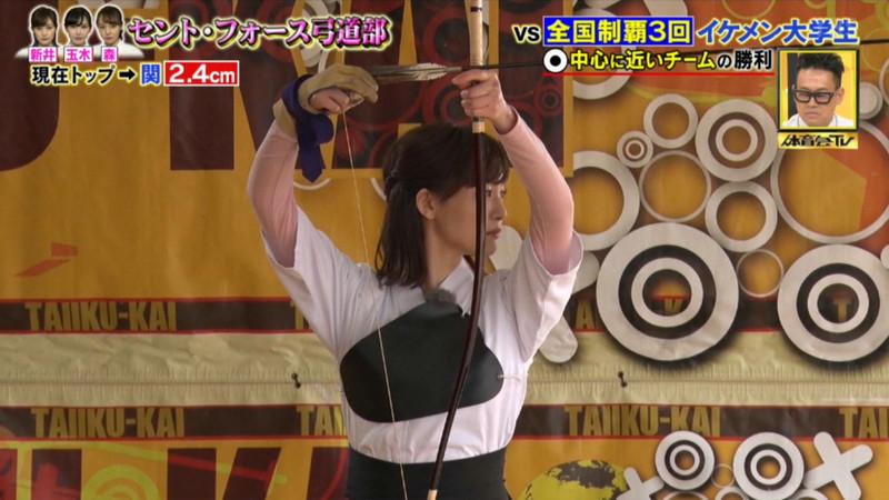 【女子アナキャプ画像】インコ大好きフリーアナウンサーの食レポとチラリw 15