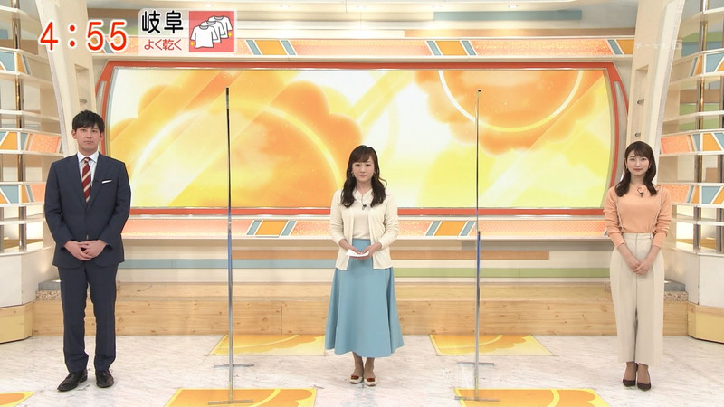 【女子アナキャプ画像】インコ大好きフリーアナウンサーの食レポとチラリw 48