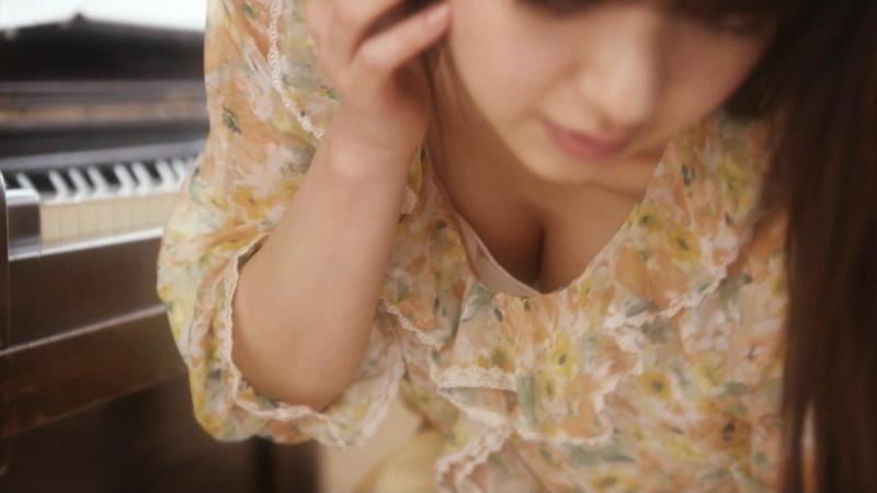【逢沢りな濡れ場画像】レジェンドモグラ女子のセクシーな谷間チラリとHシーン