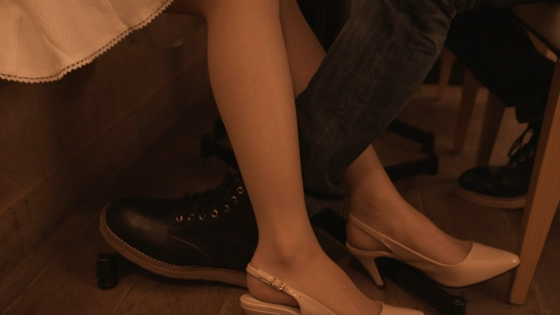 【逢沢りな濡れ場画像】レジェンドモグラ女子のセクシーな谷間チラリとHシーン 09