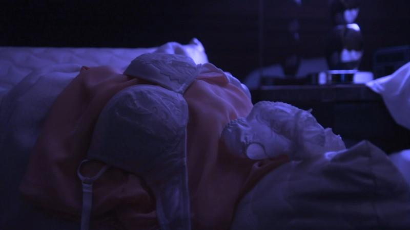 【逢沢りな濡れ場画像】レジェンドモグラ女子のセクシーな谷間チラリとHシーン 28