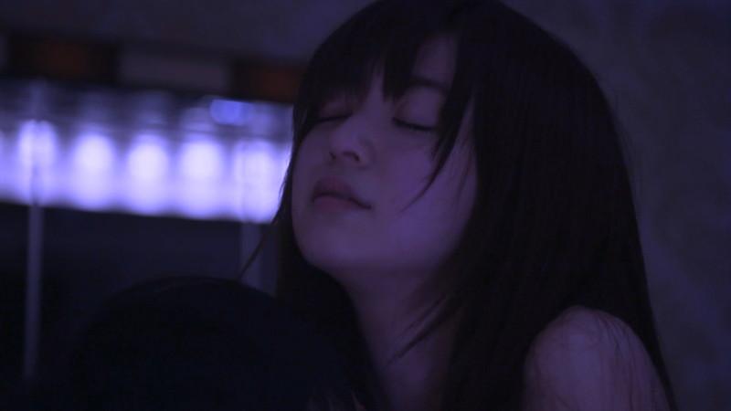 【逢沢りな濡れ場画像】レジェンドモグラ女子のセクシーな谷間チラリとHシーン 35