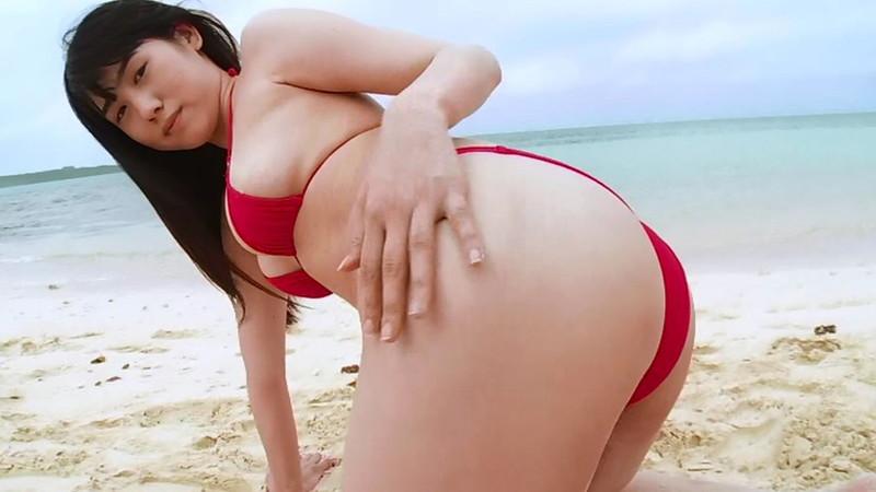 【石神澪キャプ画像】色白Fカップボディに真っ赤なビキニがエロい!
