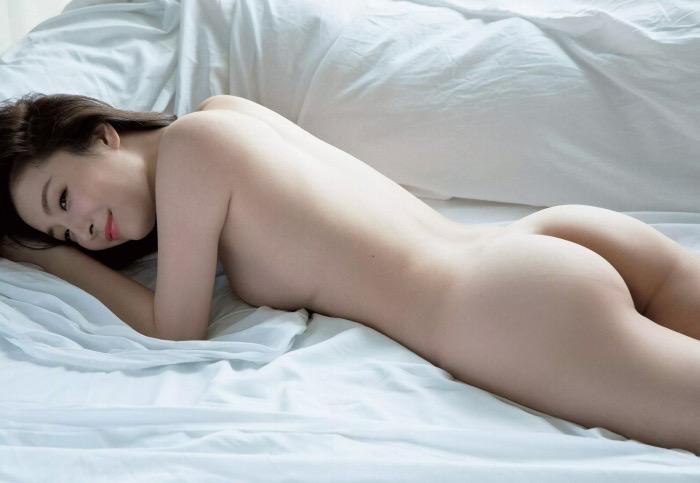 【竹内渉エロ画像】三十路を越えてファースト写真集を発売した美尻自慢の美女