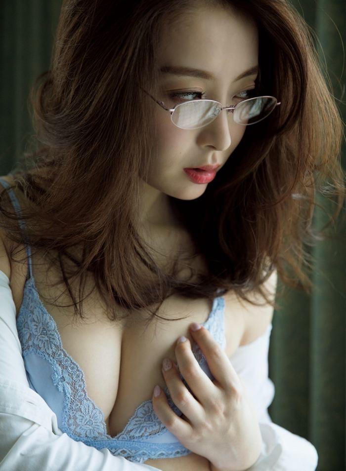 【竹内渉エロ画像】三十路を越えてファースト写真集を発売した美尻自慢の美女 07