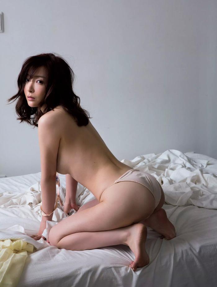 【竹内渉エロ画像】三十路を越えてファースト写真集を発売した美尻自慢の美女 34